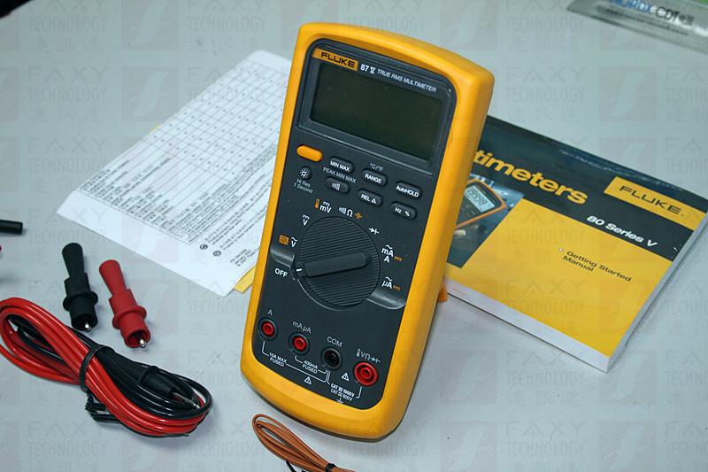 "27 II 和 28 II 数字多用表树立了在困难情况下进行测量的新标准,它具有优异的功能和准确度,可以轻松解决大多数电气故障。 这两款多用表均符合 IP 67(防水和防尘)规格,正在接受 MSHA 的认证审批,并且拥有更广的工作温度范围:-15 C 至 +55 C(5 F 至 131 F,在 -40 C 环境下可工作 20 分钟),95 % 湿度,经测试可承受 3 米(10 英尺)掉落。 新型 Fluke 20 系列多用表可以在最苛刻的环境下工作。  [[img src=""/UploadFiles/P"